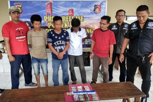 Polisi Amankan 4 Penjudi Domino di Pasar Lemabang